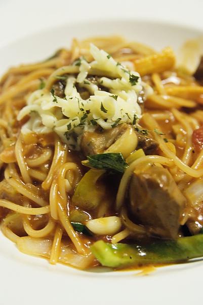 金‧卡蓮西亞 紅醬蘑菇牛肉義大利麵