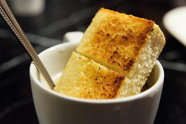 金‧卡蓮西亞 餐前麵包加濃湯.jpg