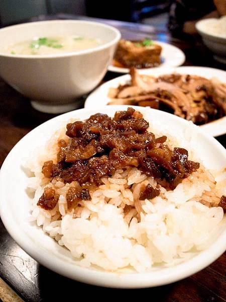 富爸爸豬腳大王-滿滿的一桌菜