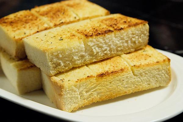 金‧卡蓮西亞 餐前麵包