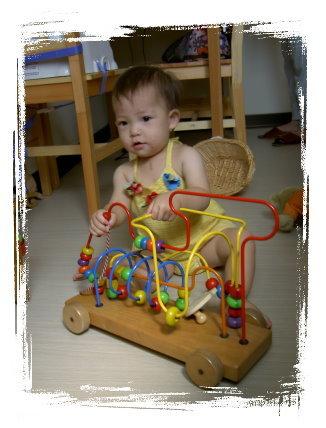 這台車是表舅舅小時候的玩具喔