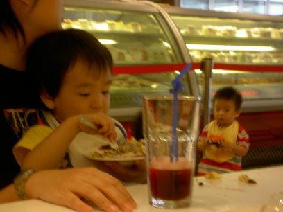 鏘鏘:我吃我吃我吃吃吃