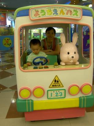 載我的媽咪,可要注意交通安全呦