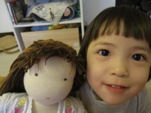 這是媽媽親手縫給我的娃娃.jpg