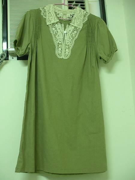 11. 布蕾絲領綠色棉麻連身裙