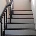 木頭扶手樓梯 (1).jpg