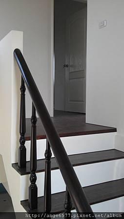 木頭扶手樓梯 (3).jpg