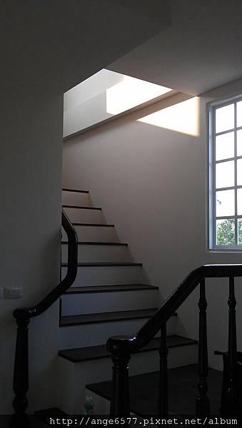 木頭扶手樓梯 (5).jpg