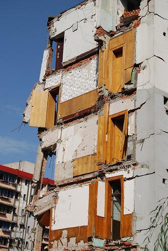 在德陽市的漢旺鎮,差不多所有建築物都已變成危樓或頽坦敗瓦01.jpg