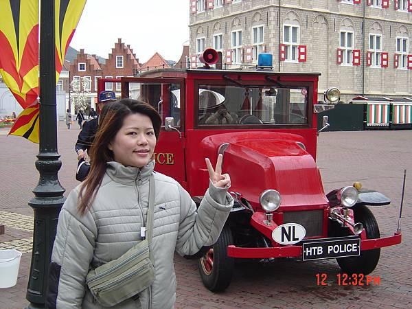 豪斯登堡-警車YAYA