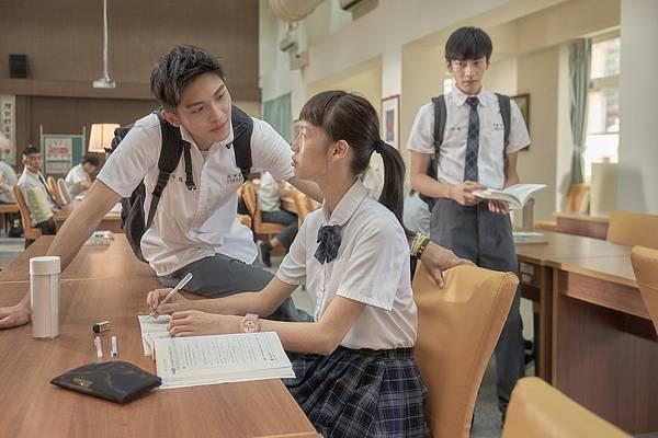 05-哈囉少女(双喜電影)左起-林輝瑝-王渝屏-宋柏緯