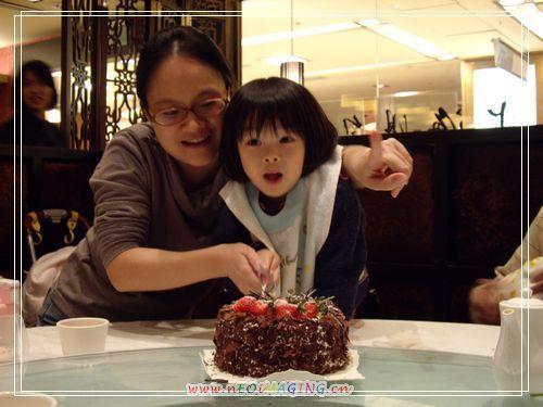 49切蛋糕.JPG