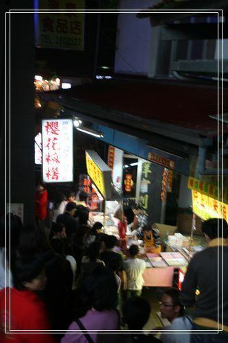 19超多人排隊的櫻花麻糬.JPG