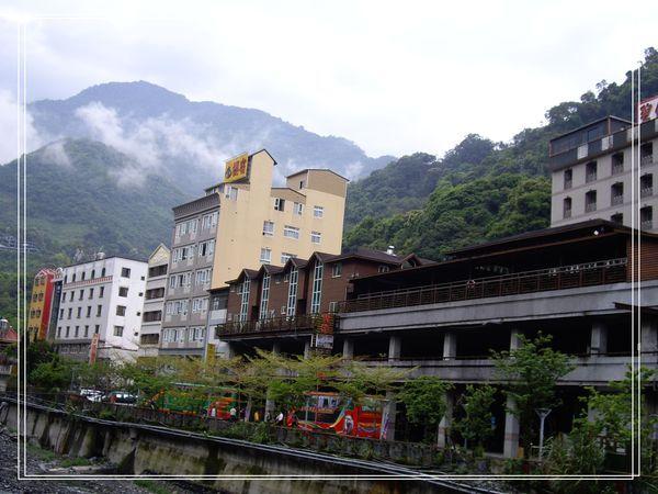 31廬山兩旁的飯店.JPG