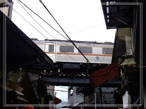 13火車經過耶.JPG