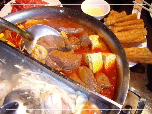 06豬血豆腐快滿出來.JPG