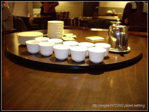 02桌上的杯盤.JPG