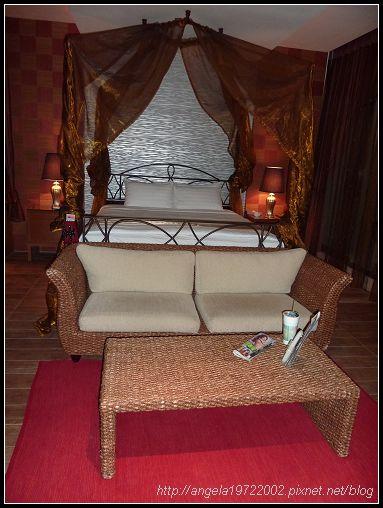 190床前的沙發.jpg