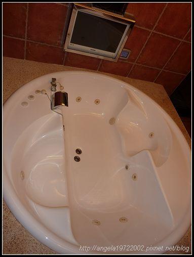 630按摩浴缸.jpg
