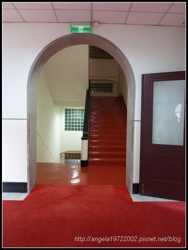 22拱形樓梯間.JPG