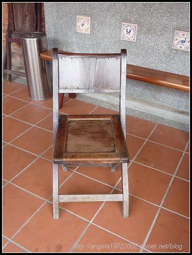 09戲院前椅子.jpg