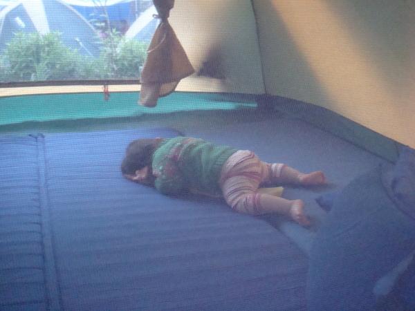 終於睡著的小婕