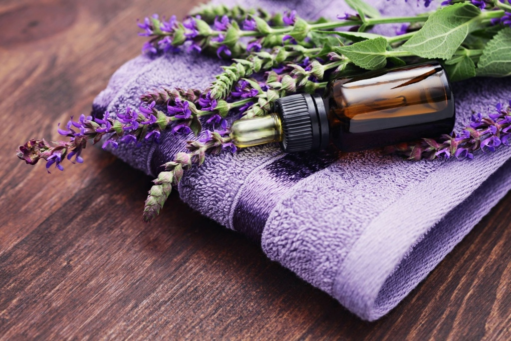 Sage-oil-with-Lavender-and-towel