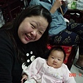 柔柔小寶貝跟阿雅阿姨(旁邊是穿著阿公招財貓褲的爸爸)