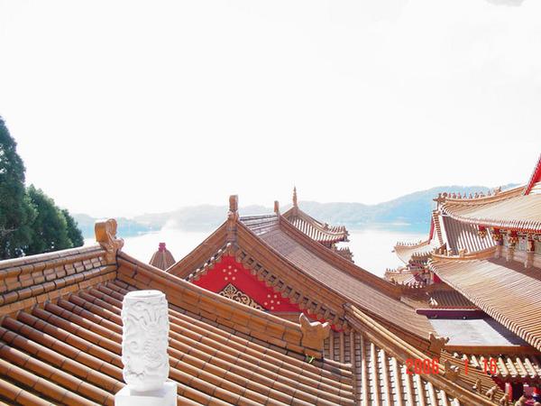 台灣的廟屋頂都很特別