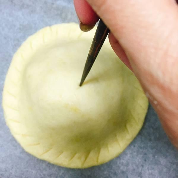中間用筷子差一個洞.jpg