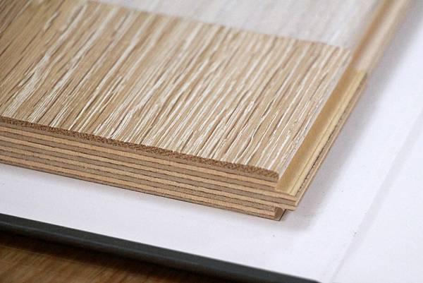 海島型木地板-實木皮特寫.jpg