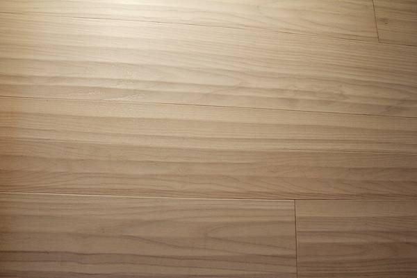 海島型木地板的接縫處.jpg