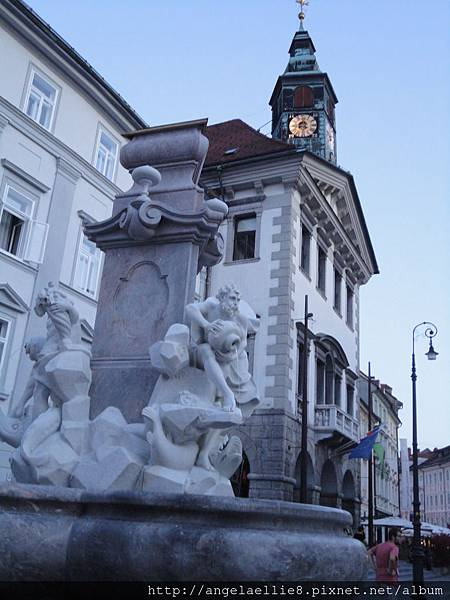 Ljubljana city hall & Robba Fountain