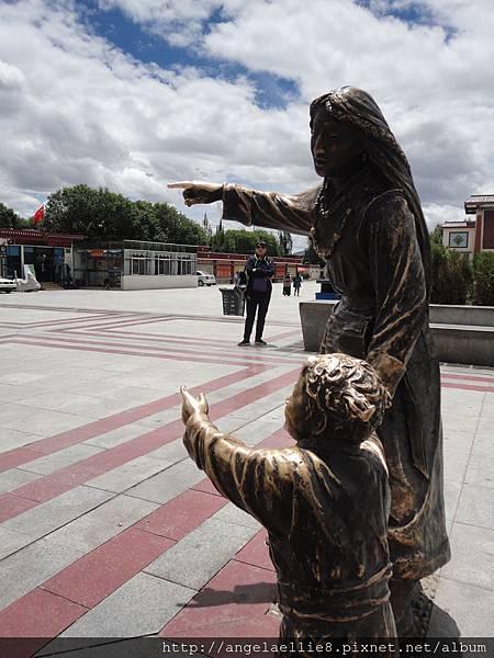 日喀則扎什倫布寺前square