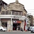 麻豆中山路上85度C 古蹟建築.jpg