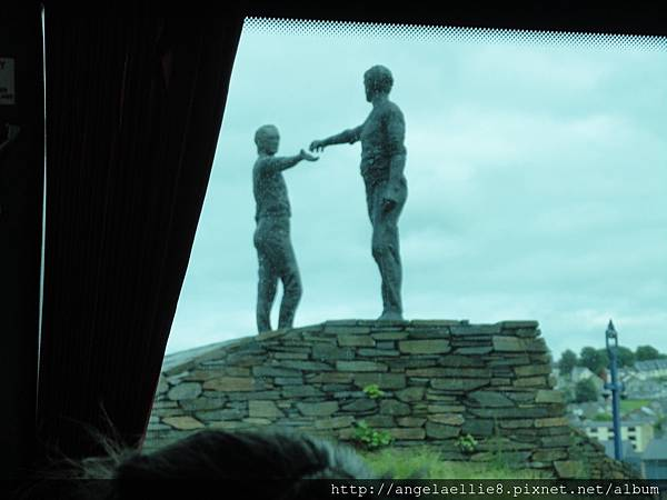 The Hand Across the Divisde Statue