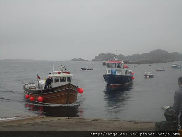 boat to Staffa