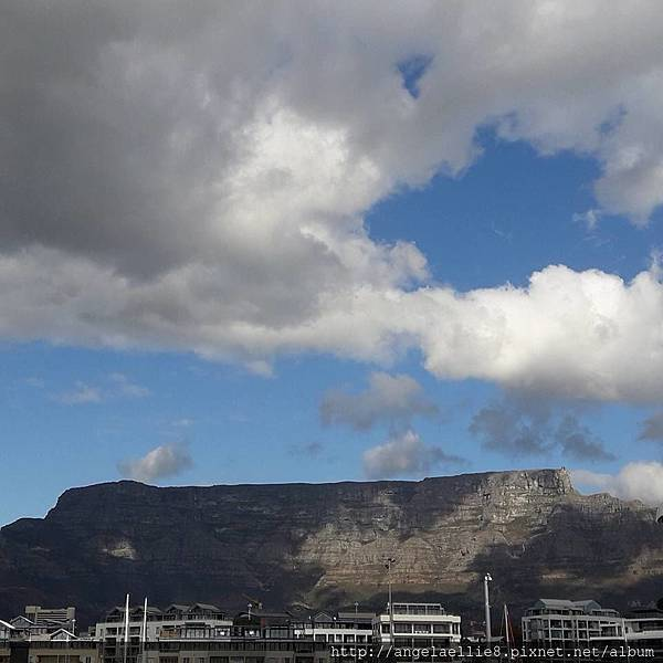 table mountain from Stop 1 V%26;A Waterfront