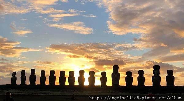 Tongariki 6 sunrise Spetember.jpg