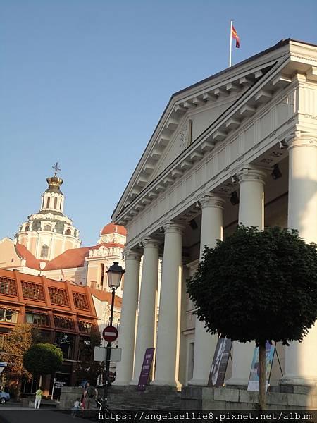 City Hall+聖凱西米爾教堂