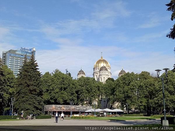 白色圓頂東正教堂