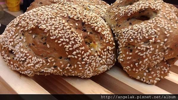 芝麻地瓜麵包-20140311第一彈