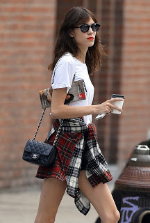 la-modella-mafia-Alexa-Chung-street-style-rocking-Fall-2013-grunge-plaid-trend-with-a-Chanel-bag-1