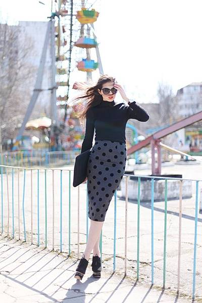 polka-dot-pencil-skirt