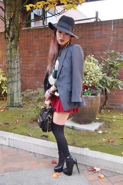 dark-green-camo-sheinsidecom-sweater-black-free-people-hat_400