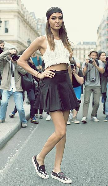 joan-smalls-model-off-duty-street-style-givenchy-slip-on-sneakers-paris-fashion-week-fashion-over-reason-crop-top