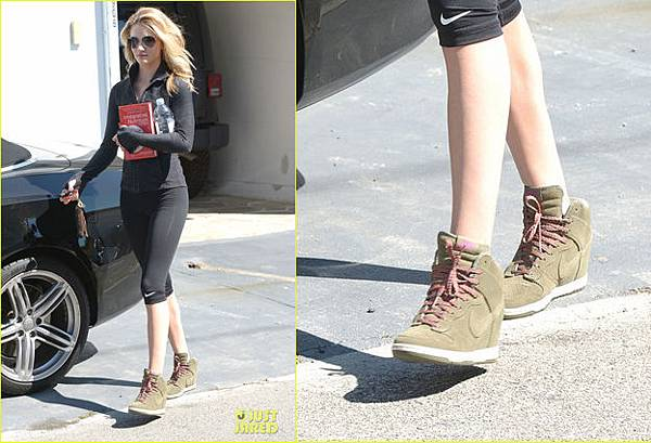 rosie-huntington-whiteley-nike-dunk-sky-high1