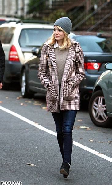 Emma-Stone-plaid-buckle-coat-gray-beanie-signature-sweater-cum-blouse-duo-were-equal-parts-toasty-trendy
