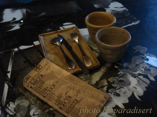 店內餐具都是手工捏製的