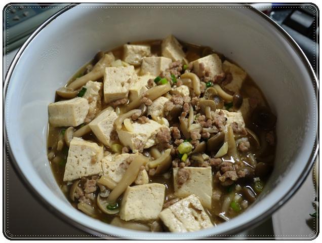 鴻禧菇燴豆腐.JPG